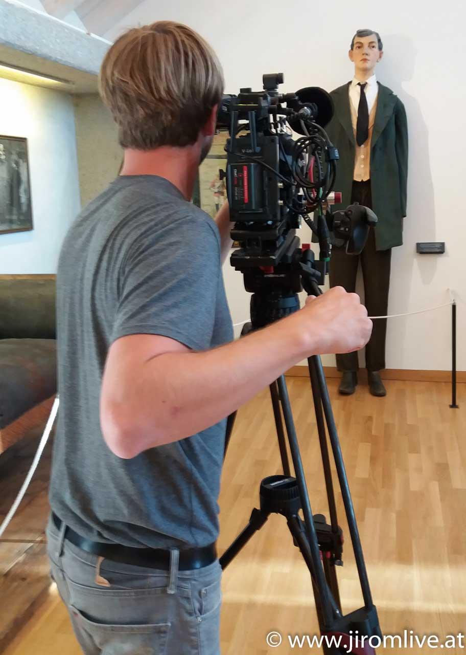 Video-Dreh: Riese von Lengau - Blick über die Schulter des Kameramannes