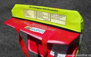 Bvorratungstasche mit Tipps zur Sicherheit und Notfalltelefonnummern